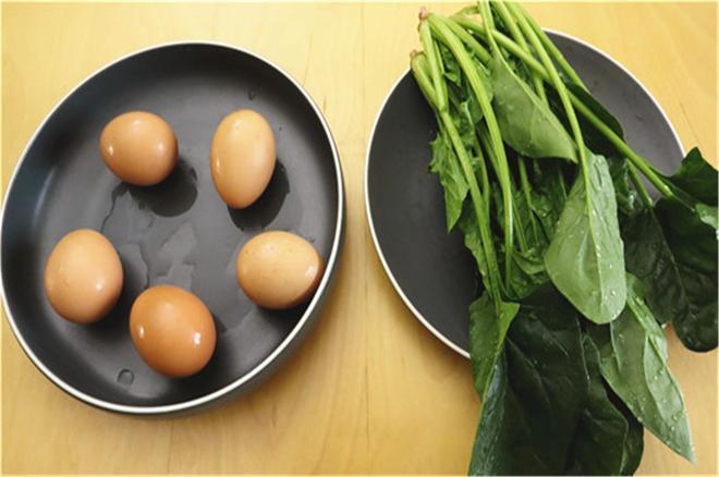 1把菠菜,5個雞蛋,不炸也不烙,筷子攪一攪,營養又美味,太香了