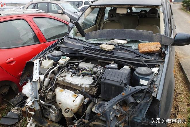 湖北宜昌:鄉村汽車服務公司拾趣,廢舊汽車拆解場景掠影
