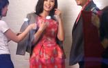 劉濤郭濤拍廣告拽領帶嬉笑,扮情侶貼身互動,現場歡聲笑語