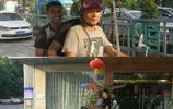 廣州恆大球員阿蘭與郜林非常接地氣,兩人乘坐摩托趕往訓練基地