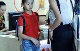 田亮一家出遊,女兒和兒子齊亮相,網友:長的是真一樣