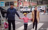 8歲女娃做童模3年,爸爸拒絕打造童星的誘惑:孩子學業為重