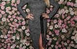 微露肩背也能大顯性感!嫩模夏洛特在時尚品牌頒獎禮