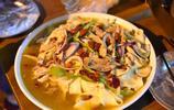 60一隻的西安最火椒麻雞,女同學吃完雞肉,又拌了兩份面才吃好!
