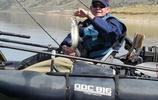 """愛釣魚的大爺們注意了,這""""小船""""往水裡一放,釣魚體驗不一般"""