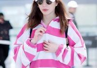 趙薇瘦了完全逆齡生長,穿粉色衛衣不扮嫩,是真的美回少女時代!