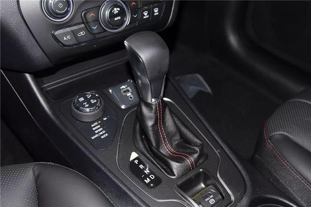 全系標配9AT、越野能力不輸大切諾基,這款20多萬的SUV值得買嗎?
