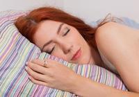 為何有時候晚上睡覺,身體會突然抖動?這幾點原因你需要了解一下