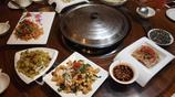 先吃涼菜越吃越餓,大鐵鍋燉羊肉太香了,大夥等再久都值得美味