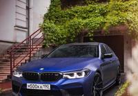 全新寶馬M5競速版,至尊啞光藍色的外觀,高性能豪華四門轎車之一