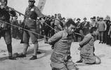 抗日戰爭勝利後處決漢奸現場老照片,背叛民族殘害同胞,該殺!