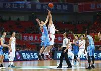 CBA賽場出現搞笑一幕!新疆比賽中6打5,八一球員居然沒發現!