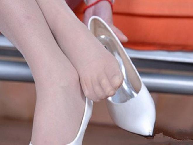 她們靠一雙玉足就獲得高收入,看看秋冬季人家的腳是怎麼護理的?