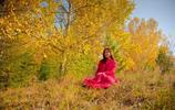 美醜倒置,紅裙白樺