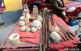 小鎮大集遇到8樣農村老物件,墨斗,木耬,你能認得幾個?