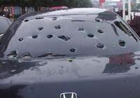 冰雹砸車保險賠嗎?保險公司回覆:需要看砸到哪裡了