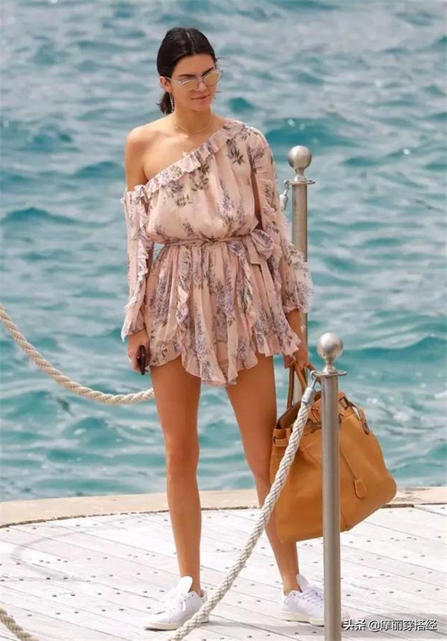 夏日想要快速出門,一襲連衣裙就能幫你解決煩惱,準備好變美了嗎