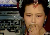 王夫人自揭假善背後的真惡面具,薛寶釵為何又替她戴上了呢?