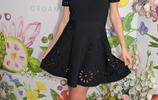 超模米蘭達可兒挺孕肚亮相,穿小黑裙美成焦點,踩高跟鞋氣質優雅