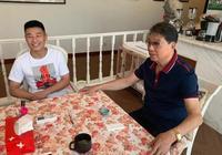 武磊崇明探望恩師徐根寶,直言西甲首賽季表現超出自己的預期