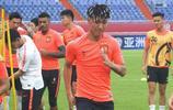 廣州恆大球員在濟南奧體踩場,亞冠16強賽次回合恆大客場對陣魯能