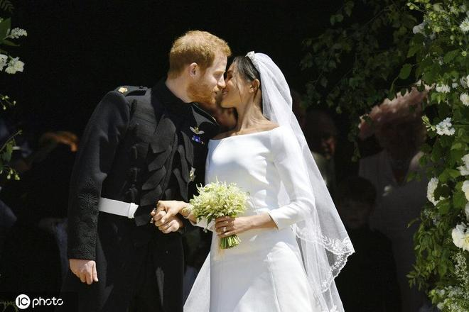 哈里王子梅根王妃升級當爸媽 回顧兩人甜到發齁的恩愛照