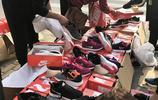 地攤上100元一雙的名牌運動鞋是山寨的嗎?為啥還有那麼多人買?