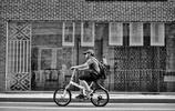 南昌洪城街道中的騎行者