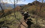 探訪懸崖上的採硯人 攀數百米懸崖採挖