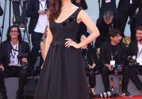 海外影訊 《戰狼2》女主演盧靖姍登威尼斯電影節紅毯