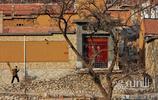 """濟南章丘這個以""""石""""為名的小山村裡咋人為弄這麼多假土牆?"""
