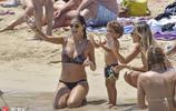 博阿滕、梅麗莎海邊度假 身材健碩紋身惹眼