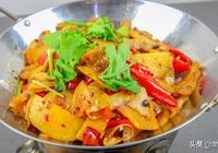 廚師長教你做乾煸土豆片,不要直接上鍋炒,多做一步,焦香解饞