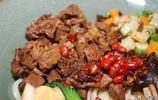 老陝的牛肉麵真實在,一口面一口肉香的很,到最後牛肉塊還沒吃完