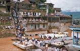 房頂跑公交江面通索道,80年代的重慶交通,讓人歎為觀止