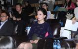 劉燁妻子出席活動露燦笑 穿修身短裙秀好身材