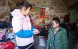 農村1個地坑院子裡住著3家人,都是媽媽帶孩子,她們來做啥