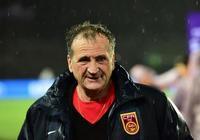 中國足球誤會他了!65歲法國老帥1決定太明智,王霜必須感謝他