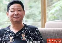 50歲三德子趙亮改行養雞賺上億!小16歲超模妻子為他生兩個兒子!