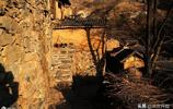 古村有1500年曆史,村內供奉7尊石像,被稱深山裡的布達拉宮