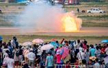 噴火車彈射起步,9秒時速達到650公里,跑贏了離地面10米高的飛機