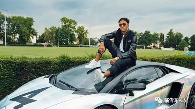 足球運動員混到變賣家產,忍痛將800萬豪車200萬甩賣