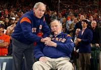 美國最長壽總統老布什:愛打仗、愛跳傘、愛吃北京烤鴨
