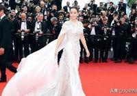 """國內被稱""""皇""""的女星,54歲仍是戛納最氣場的中國面孔范冰冰不如"""
