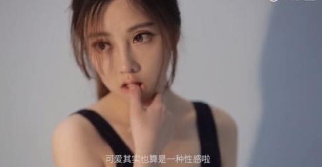 馮提莫被國內知名攝影師拍杜蕾斯廣告引眾多網紅主播嫉妒