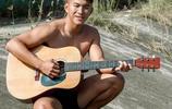 長得好帥又會彈吉他的健身型男,好身材肌肉男就是要浪漫一點