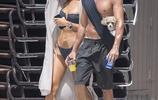 娜塔莉·亞博爾赫斯與老公沙灘度假,網友:真乾淨
