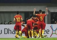 韓國輸球又輸人!尹鴻博倒地黃喜燦還在踢,馮瀟霆一動作給力