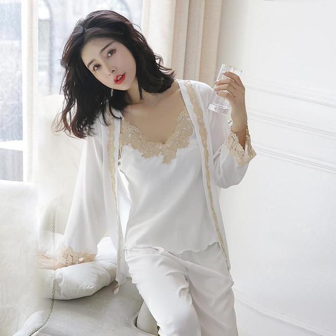 女人身材好,臥室少穿秋衣!多穿婉約睡衣,像從畫中走出來一樣美