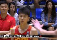 實力搶鏡!中國男籃VS澳大利亞第四節鏡頭多次對準這位觀眾